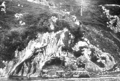 Soubirous Le grotte a Massabielle